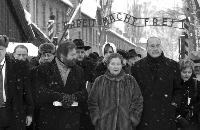 L'historien et les mémoires du génocide des juifs : 2. Le président Chirac et Simone Veil au camp d'Auschwitz, 27 janvier 2005